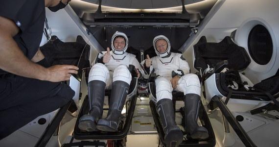 """Podczas wchodzenia w ziemską atmosferę kapsuła Dragon """"naprawdę ożyła"""" - powiedział we wtorek astronauta NASA Bob Behnken, tłumacząc, że czuł się """"jak wewnątrz zwierzęcia""""."""