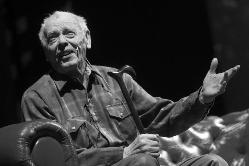 Teatr Wielki - Opera Narodowa przygotował księgę kondolencyjną zmarłego 25 lipca wybitnego śpiewaka Bernarda Ładysza, który przez 29 lat był solistą tego teatru operowego. W środę (5 sierpnia) na Powązkach w Warszawie odbędzie się pogrzeb 98-letniego śpiewaka.