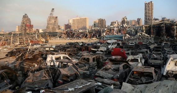 W potężnej eksplozji w Bejrucie zginęło co najmniej sto osób, a rannych jest około czterech tysięcy. Wiele osób jest zaginionych. W wyniku wybuchu w porcie uszkodzone zostały liczne budynki, a okna pękały nawet w odległości ponad 20 kilometrów od miejsca eksplozji.