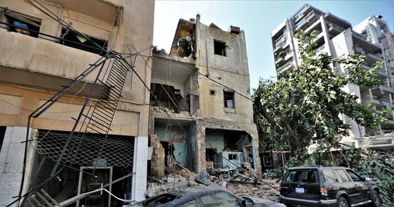 Saletra amonowa, która we wtorek eksplodowała w Bejrucie, została skonfiskowana przez władze Libanu w 2013 roku na rosyjskim statku, płynącym z Gruzji do Mozambiku - podała w środę na swojej stronie internetowej katarska telewizja Al-Dżazira. W eksplozjach śmierć poniosło ponad 100 osób, a ok. 4 tys. zostało rannych. Według gubernatora Bejrutu Marwana Abbuda bez dachu nad głową pozostało do 300 tys. ludzi, a szkody, które spowodowały wybuchy, wstępnie oszacowano na ponad 3 mld dolarów.