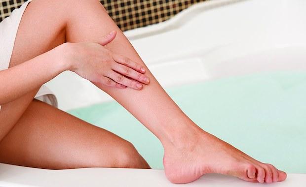 Dla kobiet gładkie ciało, szczególnie najbardziej i najczęściej eksponowane nogi, jest bardzo ważne. Dostępnych metod depilacji jest wiele, ale najpopularniejsze z nich to usuwanie owłosienia woskiem oraz laserem.
