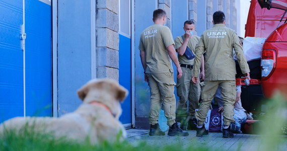 Samolot ze strażakami, zespołem medycznym i pomocą dla Libanu, m.in. sprzętem medycznym, lekami i środkami opatrunkowymi, wylądował w czwartek po godz. 2 na lotnisku w Bejrucie - przekazał PAP rzecznik komendanta głównego PSP Krzysztof Batorski.