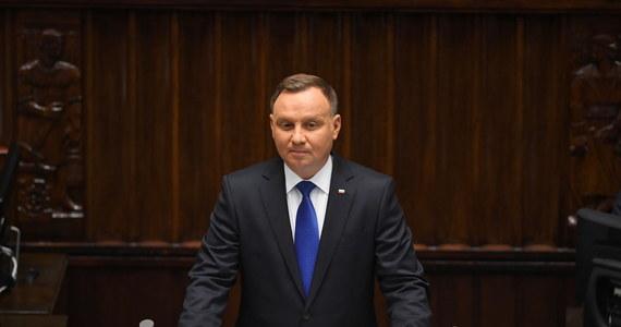 Tak, jak obiecywałem, będę prezydentem polskich spraw. To nie było jedynie hasło wyborcze, to przewodnia myśl mojej prezydentury - zapewnił w orędziu przed Zgromadzeniem Narodowym prezydent Andrzej Duda. Podkreślił, że kluczowe sprawy Polski to rodzina, bezpieczeństwo, praca, inwestycje i godność.