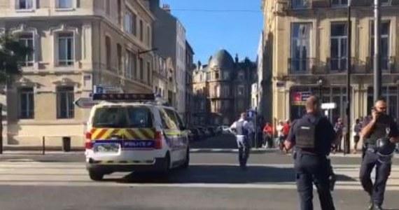W Hawrze, na północy Francji, uzbrojony mężczyzna napadł na bank i wziął sześciu zakładników. Dzięki policyjnym negocjatorom wszyscy  przetrzymywani  są już na wolności. Po uwolnieniu ostatniej osoby napastnik oddał się w ręce funkcjonariuszy. Wciąż nie wiadomo, jakie były jego motywy.