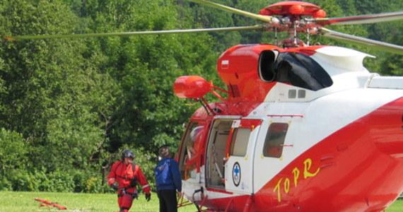 Seria wypadków na szlakach w Tatrach. Ratownicy interweniowali w czwartek sześć razy – w jednej z akcji ratowniczej użyto śmigłowiec. W czwartek tatrzańskie szlaki przeżywały oblężenie.