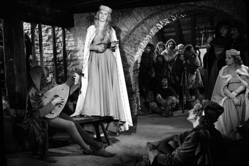 """Rola Danusi w filmie """"Krzyżacy"""" Aleksandra Forda wyniosła ją na szczyt popularności. Mogła być wielką gwiazdą, ale życie potoczyło się inaczej. Uwielbiany przez miliony Polaków film zniszczył jej świetnie zapowiadającą się karierę. Grażyna Staniszewska przez 13 lat nie zagrała w żadnej produkcji kinowej. Zmarła 4 marca 2018 roku zapomniana przez widzów. 23 lipca 2021 roku aktorka obchodziłaby 85. urodziny."""