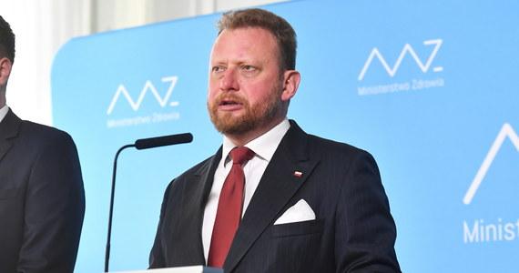 """Poprosiłem MSWiA oraz GIS o wzmożone kontrole w miejscowościach turystycznych oraz powiatach """"żółtych"""" i """"czerwonych"""", w których wprowadzono dodatkowe obostrzenia - powiedział minister zdrowia Łukasz Szumowski."""