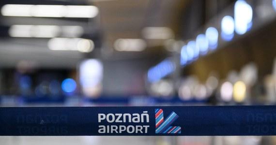 Jeden z pasażerów sobotniego lotu linii Wizz Air z Poznania do Eindhoven był zakażony SARS-CoV-2. Przewoźnik poinformował o tym pozostałych podróżnych - powiedział  rzecznik poznańskiego lotniska.