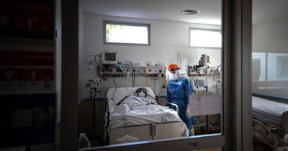 24 sierpnia w Rzymie rozpoczną się próby całkowicie włoskiej szczepionki przeciwko Covid-19 na ludziach- zapowiedział w piątek szef władz stołecznego regionu Lacjum Nicola Zingaretti. Próby będą prowadzone na 90 ochotnikach.