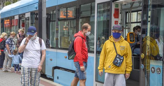Czeskie ministerstwo zdrowia poinformowało, że w ciągu minionej doby w kraju zarejestrowano 323 nowe zakażenia koronawirusem. Jest to największy dobowy przyrost infekcji od 3 kwietnia.