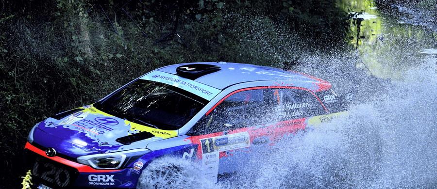 Fin Jari Huttunen (Hyundai I20 R5) wygrał Rajd Rzeszowski, pierwszą rundę samochodowych mistrzostw Polski. Drugie miejsce ze stratą 8,6 s zajął mistrz kraju z 2018 roku Grzegorz Grzyb (Skoda Fabia Rally 2 Evo). Trzecie wywalczył Marcin Słobodzian (Hyundai I20 R5), który był wolniejszy od Fina o 53,7 s.