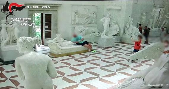 Pewien turysta swoim nieroztropnym zachowaniem doprowadził do katastrofy – pozując do zdjęcia urwał dwa palce u stopy liczącej 200 lat rzeźby w muzeum w Possango we Włoszech. To postać Pauliny, ukochanej siostry Napoleona Bonaparte dłuta Antonia Canovy.