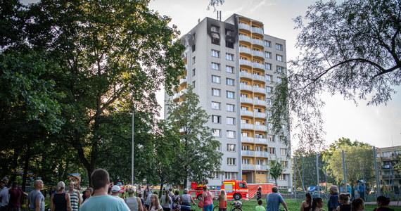 Tragiczny pożar w bloku w czeskim Bohuminie, leżącym tuż przy granicy z Polską. Ogień pojawił się w mieszkaniu na 11. piętrze. Nie żyje 11 osób, w tym troje dzieci. Policja podaje, że ludzie uciekając przed płomieniami, skakali z okien budynku.
