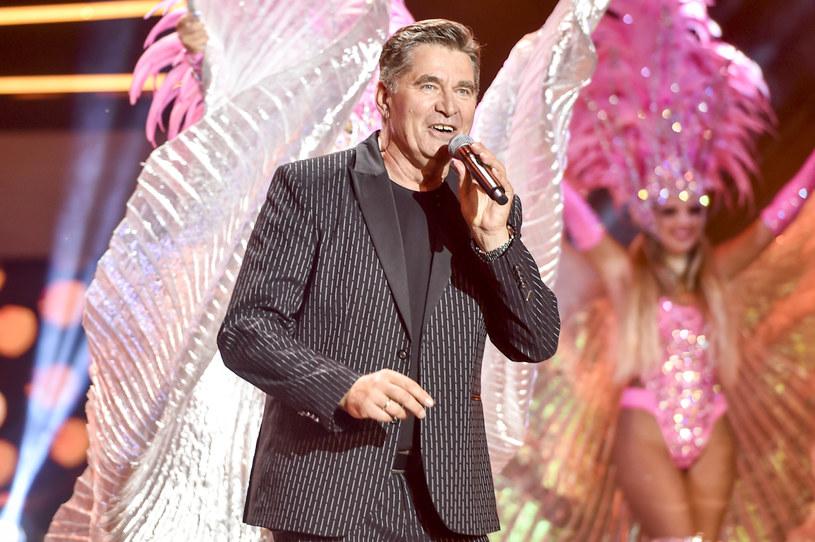 Gwiazdor muzyki disco polo zmagał się ostatnio z problemami zdrowotnymi. Opowiedział, jak czuje się po operacji.