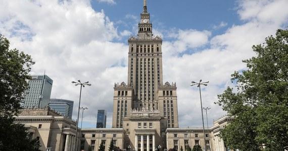W związku z trwającymi na Białorusi wyborami prezydenckimi, Pałac Kultury i Nauki zostanie oświetlony barwami tego kraju - poinformował prezydent stolicy Rafał Trzaskowski.