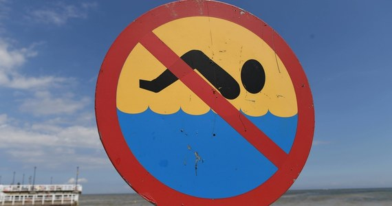 Z powodu pojawienia się w wodzie zakwitów sinic w województwie pomorskim zamkniętych jest piętnaście nadmorskich kąpielisk - podał Główny Inspektorat Sanitarny. Nieczynne są także trzy kąpieliska położone nad jeziorami.