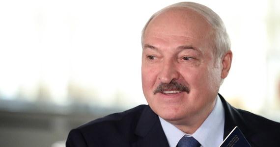 Samolot Bombardier Challenger 850, który media wiążą z prezydentem Białorusi Alaksandrem Łukaszenką, odleciał w niedzielę do Turcji - podał rosyjski portal Znak.com. Powołał się na dane serwisu śledzącego ruch samolotów Ads-B Exchange.