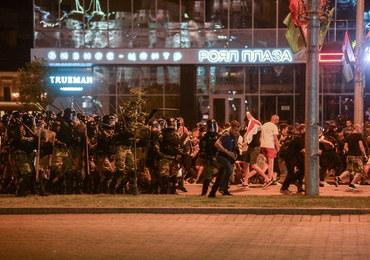 """Protesty i starcia z milicją na Białorusi.""""Nieznany los setek ludzi"""""""