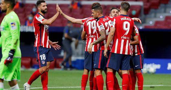 Atletico Madryt poinformowało, że po przeprowadzeniu testów na koronawirusa u piłkarzy i członków sztabu szkoleniowego dwa dały wynik pozytywny.