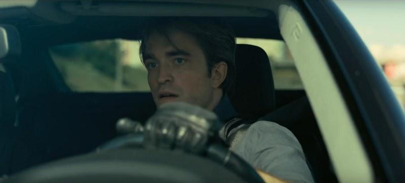 """Zbliża się premiera najnowszego filmu Christophera Nolana """"Tenet"""", który, jeśli nie wydarzy się nic nieprzewidzianego, w polskich kinach pojawi się pod koniec sierpnia. Jedną z głównych ról zagrał w nim Robert Pattinson, który tuż przed wybuchem pandemii COVID-19 pracował też na planie filmu """"The Batman"""" Matta Reevesa."""