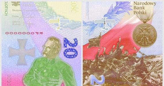 Narodowy Bank Polski wyemitował banknot kolekcjonerski o wartości nominalnej 20 zł, upamiętniający Bitwę Warszawską 1920 r. To pierwszy polski banknot w formacie pionowym.
