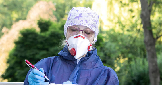 Ministerstwo Zdrowia podało informację o 551 nowych zakażeniach koronawirusem w Polsce i 12 zgonach. Łącznie od początku epidemii SARS-CoV-2, w naszym kraju zanotowano 52 961 przypadków, a 1 821 osób zmarło.