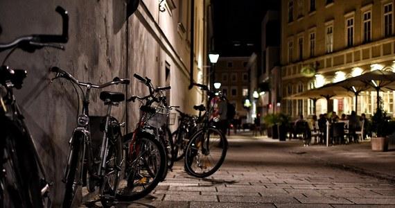 Brak ścieżek rowerowych i odpowiednich zabezpieczeń na drogach dla jednośladów to największa bariera dla rowerowej rewolucji w Polsce. Tak wynika z najnowszego raportu Polskiego Stowarzyszenia Rowerowego.