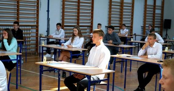 W kolejnym roku przesuniemy egzamin ósmoklasisty; do tej pory był pod koniec kwietnia, będzie pod koniec maja – zapowiedział minister edukacji narodowej Dariusz Piontkowski.