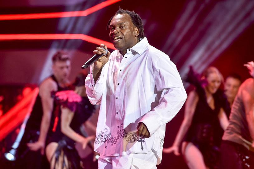 """To już pewne - do sieci trafił teledysk """"It's My Life"""", który Popek nagrał z gościnnym udziałem autora tego przeboju, kultowym wokalistą eurodance'u Dr. Albanem."""