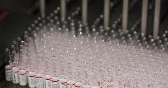 """Izraelski minister zdrowia Juli Edelstein oświadczył w środę, że Izrael zbada opracowaną przez Rosję szczepionkę przeciwko koronawirusowi i rozpocznie negocjacje w sprawie jej zakupu, jeśli okaże się """"poważnym produktem""""."""