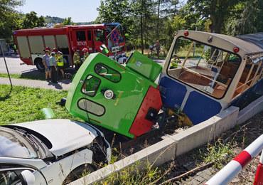 Wypadek w Poznaniu. Kolejka zderzyła się z samochodem