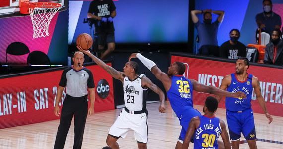 """Począwszy od półfinałów w obydwu konferencjach koszykarskiej ligi NBA do zawodników przebywających w """"bańce"""" w Orlando będą mogli przyjechać małżonkowie i inni członkowie rodzin - poinformowały władze ligi, które pracują nad szczegółowym sklasyfikowaniem kategorii odwiedzających osób."""
