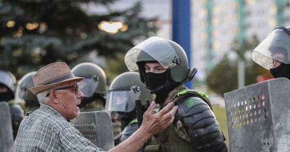 Wzywam prezydenta Alaksandra Łukaszenkę do zaprzestania represji i powstrzymania się od dalszej przemocy - napisał przewodniczący Parlamentu Europejskiego David Sassoli w czwartkowym oświadczeniu.