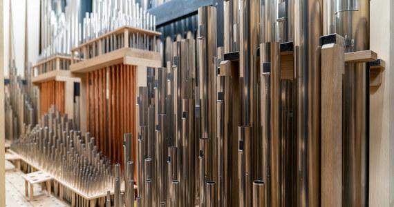 Mają 4 700 piszczałek, 14 metrów wysokości i ważą 30 ton. Ograny Narodowego Forum Muzyki we Wrocławiu są gotowe do gry. Budowano je w sali głównej przez 30 tysięcy godzin, a jaki jest efekt? Już jutro po raz pierwszy publiczność będzie miała okazje je usłyszeć podczas koncertu.