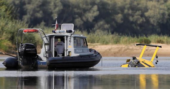 Prywatny śmigłowiec spadł do Wisły w miejscowości Sady na Mazowszu. Ranne są dwie osoby.