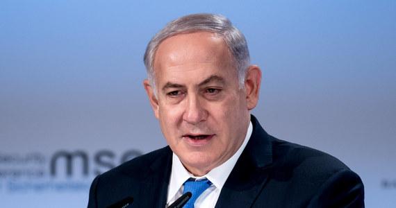 """Premier Izraela Benjamin Netanjahu powiedział w czwartek podczas konferencji prasowej, że aneksja palestyńskich terytoriów """"została odłożona"""". """"Ale nie zrezygnowaliśmy z tego"""" - dodał, komentując porozumienie o nawiązaniu stosunków dyplomatycznych ze Zjednoczonymi Emiratami Arabskimi. Palestyńczycy potępili porozumienie między ZEA, Izraelem i USA uznając je za """"nagradzanie izraelskiej okupacji"""" ich terytoriów."""
