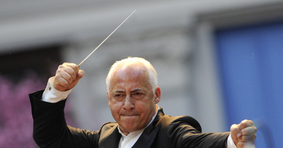 """Władimir Spiwakow - znany rosyjski skrzypek i dyrygent ogłosił, że zwraca order, który przyznał mu prezydent Białorusi Alaksandr Łukaszenka. Oświadczył, że teraz """"wstydzi się go nosić"""". """"Dziś moje serce bije unisono z narodem Białorusi"""" - napisał muzyk."""