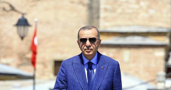 Przewodniczący Rady Europejskiej Charles Michel rozmawiał w czwartek z tureckim prezydentem Recepem Tayyipem Erdoganem m.in. na temat napięć między Turcją a dwoma krajami członkowskimi UE: Grecją i Cyprem – poinformowało PAP źródło unijne.