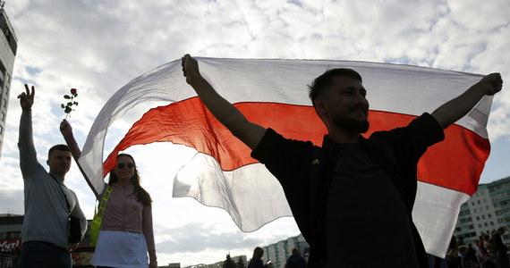 Kacper Sienicki, trzeci z zatrzymanych na Białorusi Polaków, wyszedł wieczorem na wolność z aresztu w Żodzino. Polak został zatrzymany w Mińsku 9 sierpnia w związku z protestami na Białorusi.