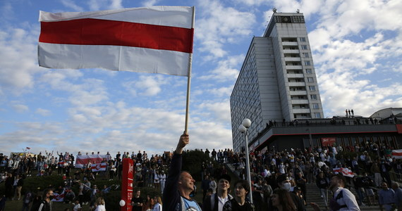 Dziś zapadnie decyzja, kiedy do kraju wrócą do kraju Polacy aresztowani przez białoruską milicję podczas powyborczych demonstracji w Mińsku - mówi RMF FM ich pełnomocnik Tomasz Wiliński. Zatrzymani to studenci oraz fotoreporter.
