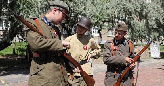 """""""Gdybyśmy przegrali wojnę, to nie byłoby niepodległej II Rzeczpospolitej. Ten krótki epizod niepodległości byłby podobny jak historia przedwojennej Ukrainy, czy prawie nieistniejąca historia ówczesnej Białorusi. Nie byłoby Polski takiej, jaką ją rozumiemy dzisiaj, prawdopodobnie nie byłoby w ogóle Polski niepodległej, bo brakowałoby tej tożsamości. Ona nie byłaby tłumiona przez stulecie, ale już przez prawie dwa wieki"""" – powiedział w Rozmowie w samo południe w RMF FM Kamil Janicki, historyk, pisarz i publicysta."""