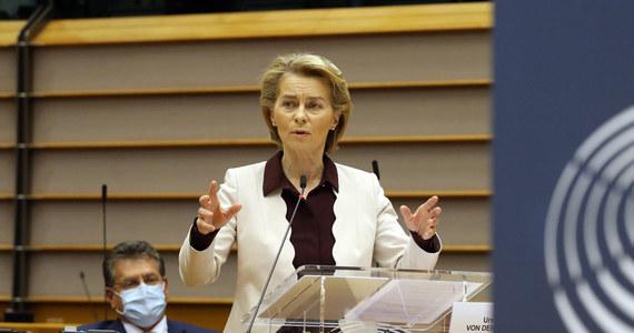 Potrzebne są sankcje wobec tych ludzi, którzy złamali wartości demokratyczne lub naruszyli prawa człowieka na Białorusi - napisała w piątek na Twitterze przewodnicząca Komisji Europejskiej Ursula von der Leyen.