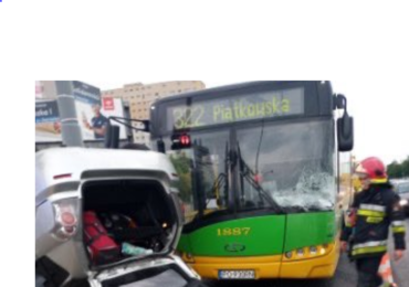 Poznań: Wypadek z udziałem karetki i autobusu