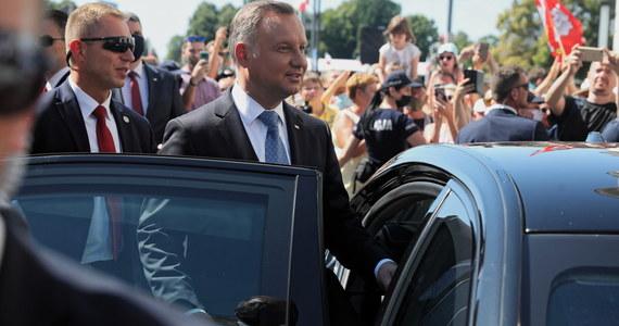 """Prezydent Andrzej Duda bez rozgłosu zaprzestał korzystania z chińskiej aplikacji do komunikacji TikTok, z którą ostro walczą Amerykanie - podała w poniedziałkowym wydaniu """"Rzeczpospolita""""."""