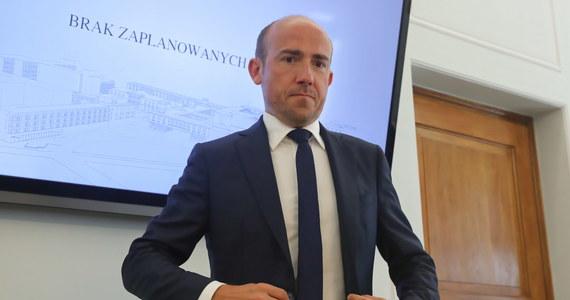 """""""Będę rekomendował senatorom KO przyjęcie wniosku o odrzucenie ustawy zakładającej podwyżki dla parlamentarzystów i najważniejszych osób w państwie"""" - poinformował lider PO Borys Budka."""