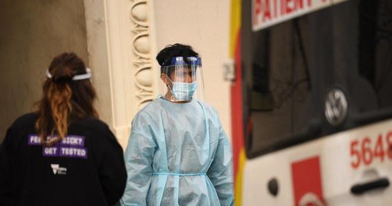 107 319 zakażeń i 2 792 ofiar śmiertelnych - to aktualny bilans pandemii SARS-CoV-2 w Polsce. 7 października resort zdrowia poinformował o 3003 nowych przypadkach koronawirusa w naszym kraju i śmierci aż 75 zakażonych. Na całym świecie liczba zakażonych przekroczyła już 35 mln, a liczba ofiar śmiertelnych Covid-19 wzrosła powyżej 1,04 mln. Dane w artykule są na bieżąco aktualizowane.
