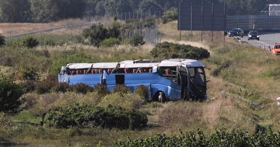 Zarzut sprowadzenia katastrofy w ruchu lądowym usłyszał kierowca autokaru, który w sobotę dachował na autostradzie A1 niedaleko Tczewa w Pomorskiem. Mężczyźnie grozi nawet 10 lat więzienia.