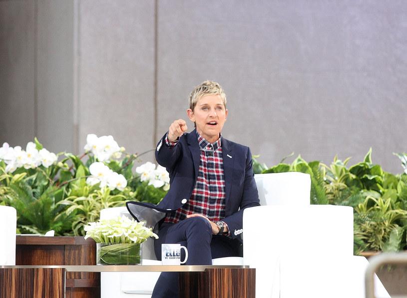 Choć jeszcze kilka tygodni temu to właśnie jeden z producentów zapewniał, że w prowadzonym przez Ellen DeGeneres show żadnych zwolnień nie będzie, w poniedziałek, 17 sierpnia, okazało się, że się mylił. I to bardzo. Z prowadzonym przez showmankę programem pożegnali się Ed Glavin, Kevin Leman oraz Jonathan Norman.