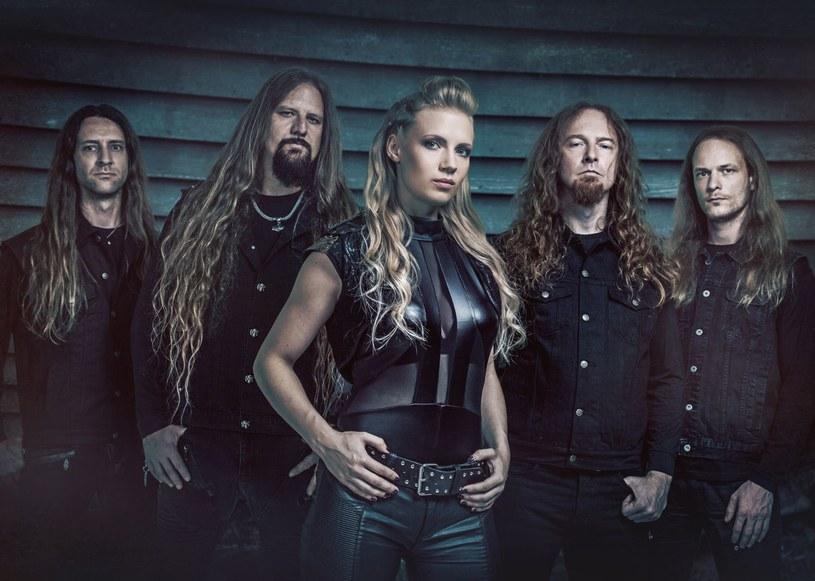 """W październiku pod sklepowe strzechy trafi """"The Last Viking"""", ósmy album pochodzącej z Niemiec formacji Leaves' Eyes."""