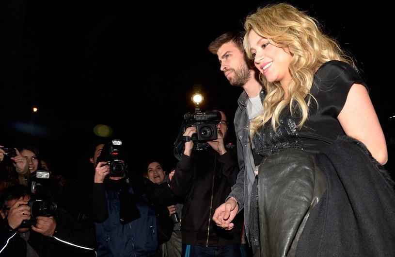 W rozmowie ze stacją CBS Shakira zdradziła, dlaczego nadal nie wyszła za Gerarda Pique. Wokalistka przyznała, że bycie wciąż dziewczyną piłkarza sprawia, że ten musi być na niej bardziej skupiony.